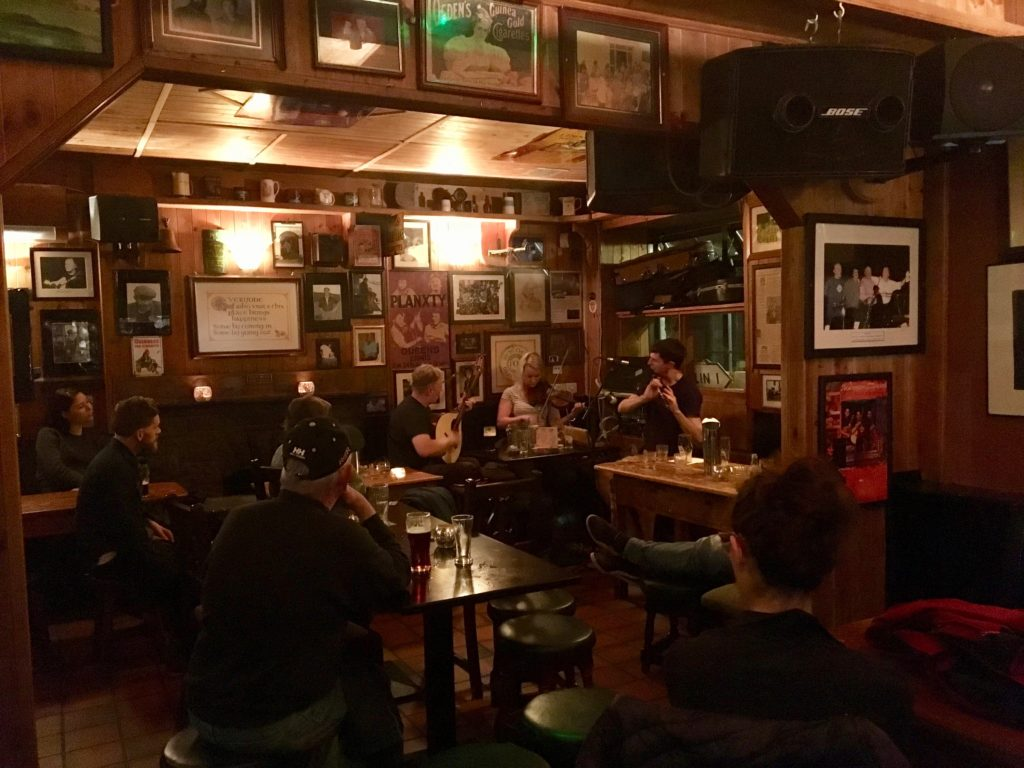 Listen to traditional music -- 5 must-have experiences when visiting Ireland